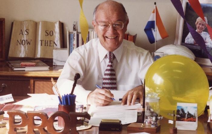 Dr. Howard Hendricks